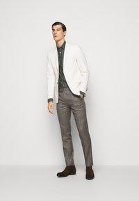 Sand Copenhagen - JACKY - Camisa elegante - khaki - 1