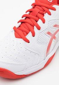 ASICS - GEL-DEDICATE 6 - Tenisové boty na všechny povrchy - white/fiery red - 3