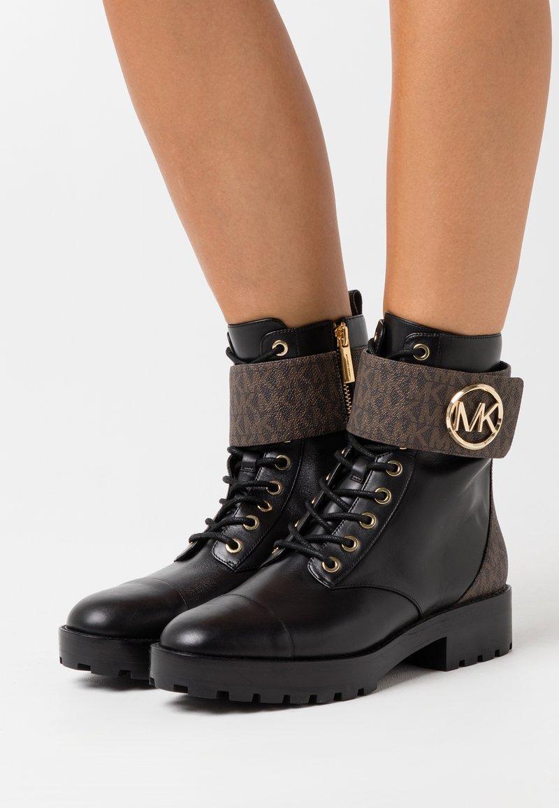 MICHAEL Michael Kors - TATUM BOOT - Snørestøvletter - brown/black