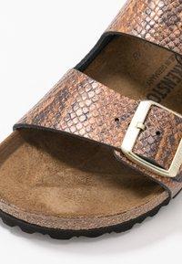 Birkenstock - ARIZONA - Pantofle - brown - 2