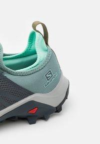 Salomon - MADCROSS  - Trail running shoes - trellis/india ink/yucca - 5