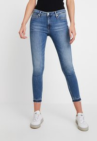 Calvin Klein Jeans - CKJ 001 SUPER SKINNY ANKLE - Skinny džíny - saxon blue release split hem - 0