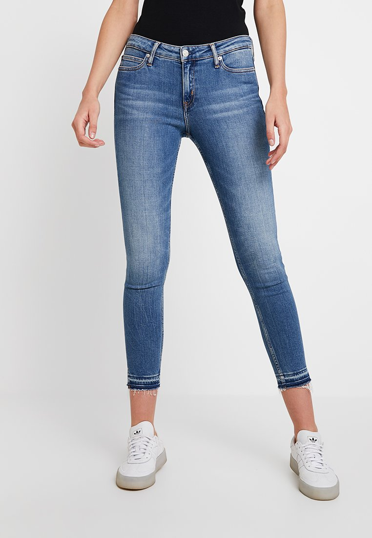 Calvin Klein Jeans - CKJ 001 SUPER SKINNY ANKLE - Skinny džíny - saxon blue release split hem