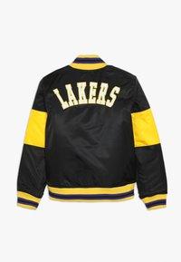 Outerstuff - NBA LOS ANGELES LAKERS THROW BACK VARSITY JACKET - Sportovní bunda - black/yellow - 1