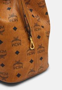 MCM - PROJECT SHOPPER - Shoppingveske - cognac - 6