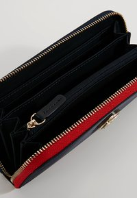 Tommy Hilfiger - POPPY WALLET - Wallet - blue - 5