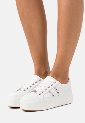 ESCALA - Trainers - white