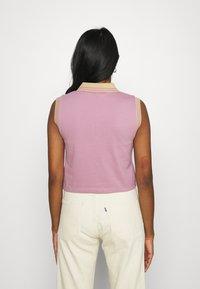 The Ragged Priest - DUTY TEE - Print T-shirt - purple/beige - 2