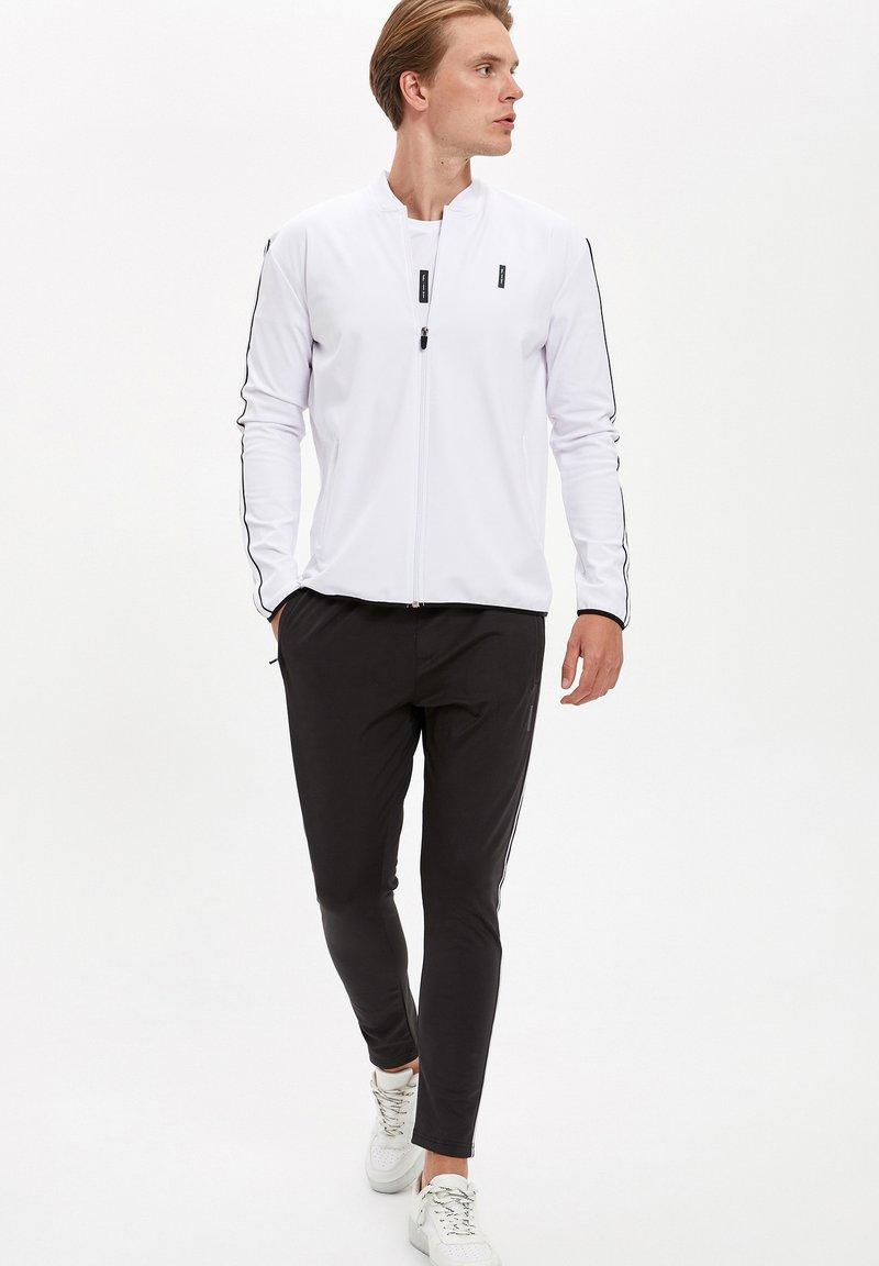 DeFacto Fit - Zip-up hoodie - white