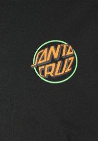 Santa Cruz - TOXIC HAND UNISEX  - Print T-shirt - black - 2