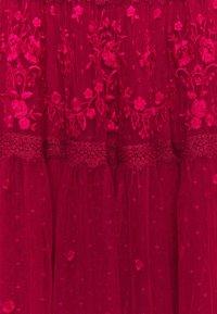 Needle & Thread - LOTTIE MIDI DRESS - Koktejlové šaty/ šaty na párty - deep red - 7