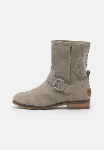 MARTIN - Classic ankle boots - ice