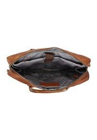 Gusti Leder - Briefcase - honey brown - 3
