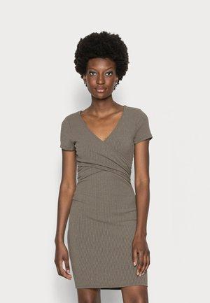 CECILLE WRAP - Pouzdrové šaty - asphalt green