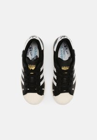 adidas Originals - SUPERSTAR J UNISEX - Tenisky - core black/white/chalk white - 3