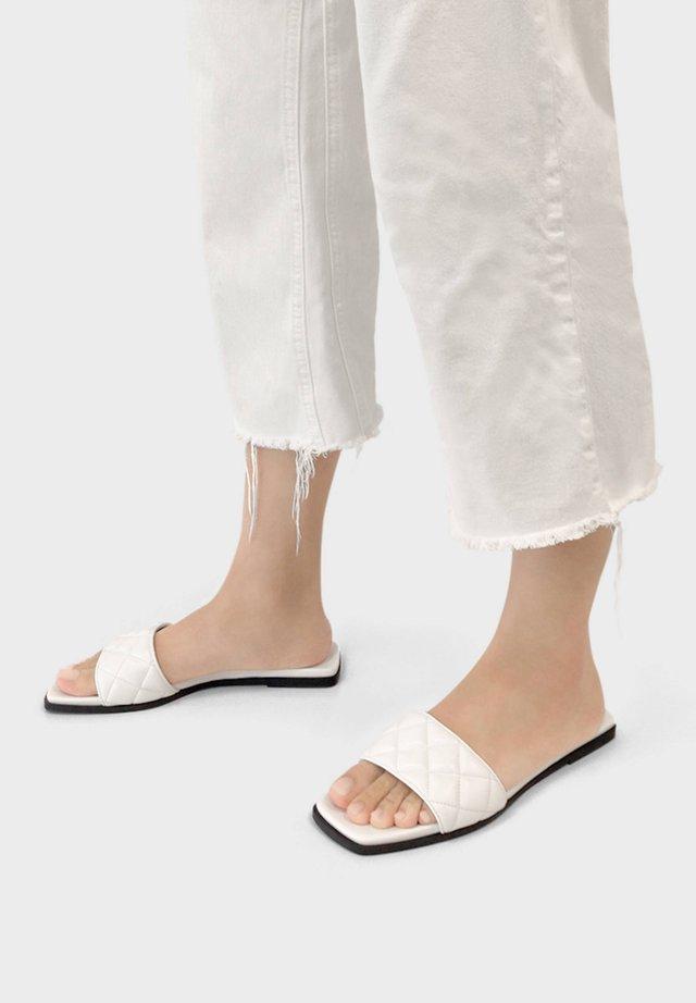 FLAT QUILTED 11802661 - Domácí obuv - white
