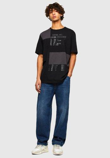 ATCHWORK - Print T-shirt - black