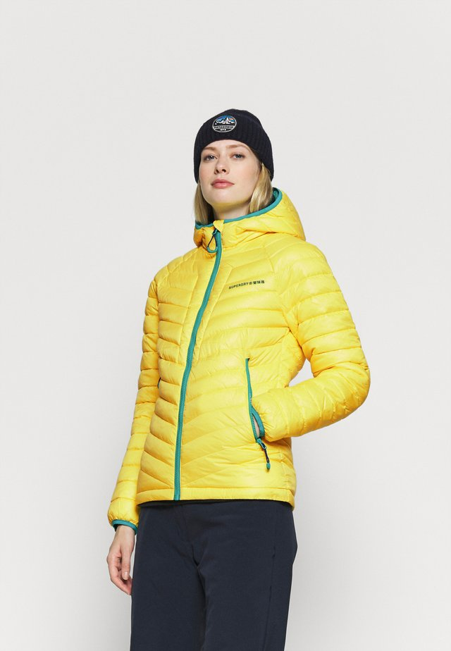 ALPINE PADDED MID LAYER - Chaqueta de esquí - blazing yellow