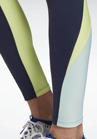 Reebok - LES MILLS® HIGH-RISE COLORBLOCK LUX LEGGINGS - Leggings - blue - 3