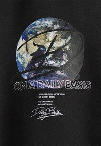 Daily Basis Studios - GLOBE UNISEX - Pantalon de survêtement - black - 2