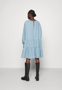 Selected Femme - SLFGILLI SHORT DRESS - Denim dress - light blue - 2