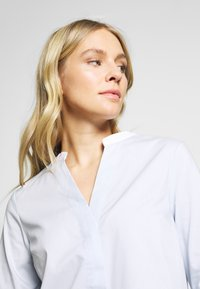 Cortefiel - POPLIN WITH CONTRAST COLLAR AND CUFFS - Blusa - light blue - 3