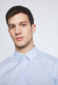 Burton Menswear London - 2 PACK FORMAL SHIRT - Camicia - blue/white - 4
