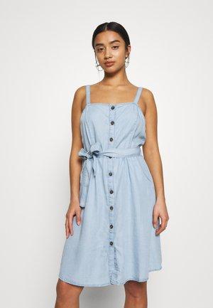 NMSANSA ENDI BUTTON DRESS - Denim dress - light blue