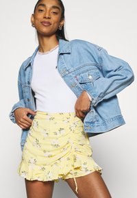 Hollister Co. - RUFFLE SKORT - Shorts - yellow - 4
