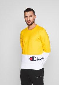 Champion - ROCHESTER CREWNECK BLOCK - Collegepaita - yellow - 0
