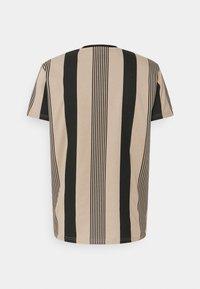 Kings Will Dream - VEDLO - Print T-shirt - jet black/dark sand - 6