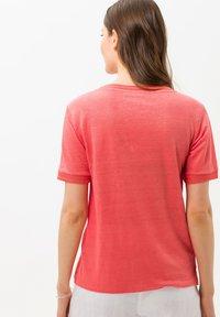 BRAX - STYLE CATHY - Basic T-shirt - light red - 2