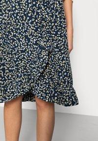 Moss Copenhagen - KARNA BEACH SKIRT - A-line skirt - cap flower - 4