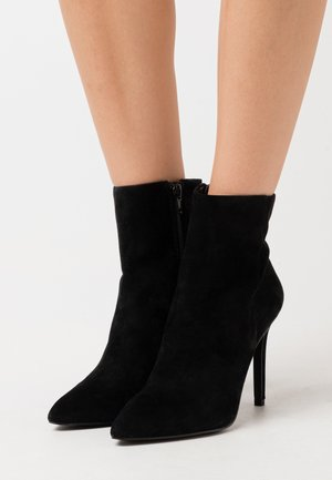 CLOVERS - Bottines à talons hauts - black