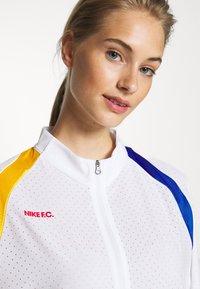 Nike Performance - Chaqueta de entrenamiento - white/university red - 4