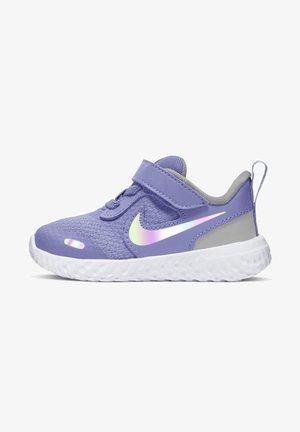 REVOLUTION 5 UNISEX - Neutral running shoes - light thistle photon dust white
