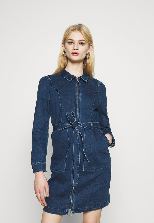 ONLNEW CHIGO DRESS - Denimové šaty - medium blue denim