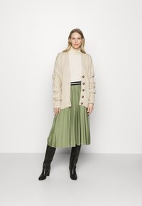 Esprit - PLEATED SKIRT - Pleated skirt - khaki - 1