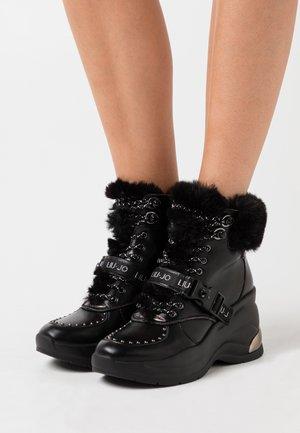 KARLIE REVOLUTION  - Boots à talons - black
