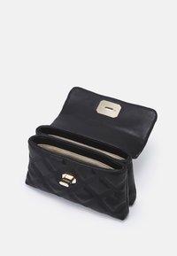 PARFOIS - CROSSBODY HEXAGON M - Handbag - black - 2