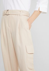 RIANI - WIDE FIT - Trousers - pale almond - 5