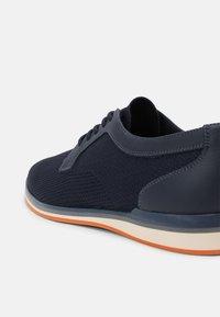 ALDO - PROMETHEUS - Zapatos con cordones - navy - 6