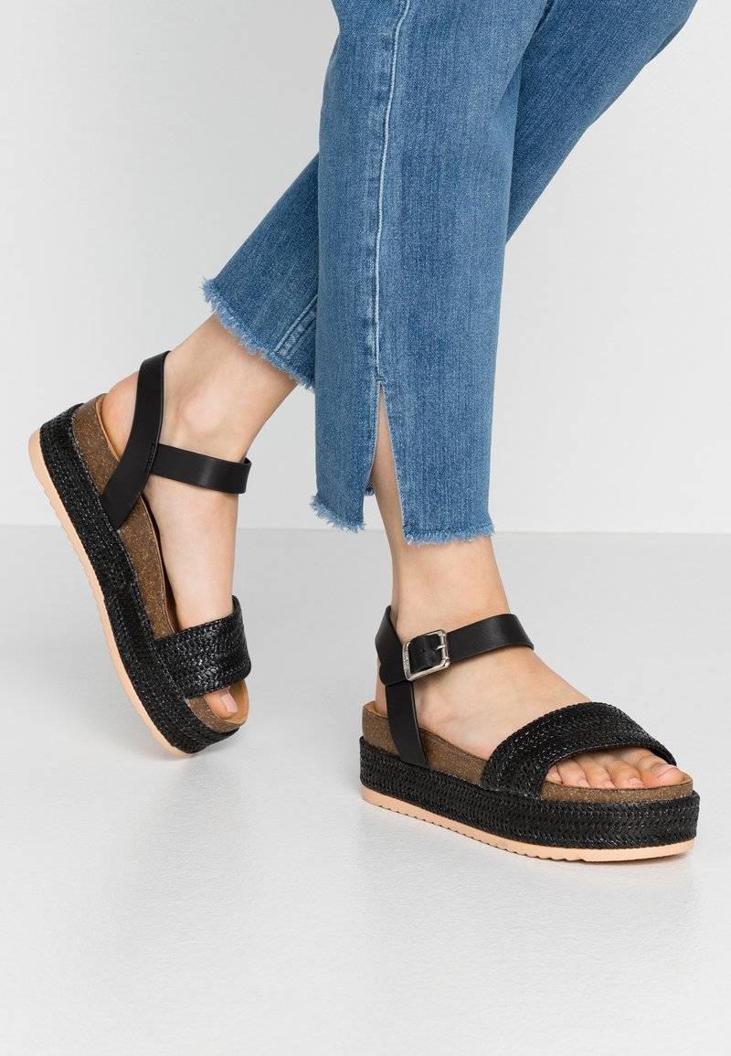 mtng - PERLA - Sandály na platformě - black
