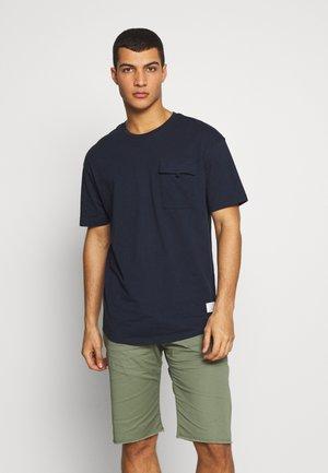 JCOHACKER TEE CREW NECK - Basic T-shirt - sky captain