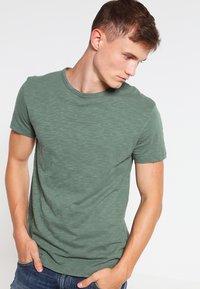 Samsøe Samsøe - LASSEN  - Basic T-shirt - duck green - 0