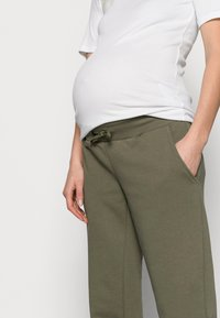 Pieces Maternity - PCMPIP PANTS - Tracksuit bottoms - sea turtle - 3