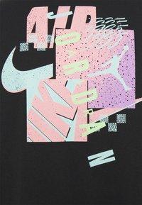Jordan - AIR FUTURA CREW - Print T-shirt - black - 2