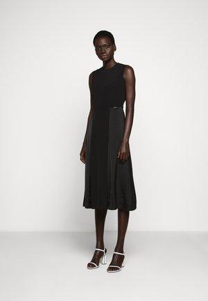 SLIT DETAIL DRESS - Korte jurk - black
