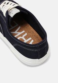 ARKET - RETRO RUNNING - Sneakers laag - navy - 6