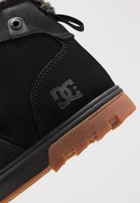 DC Shoes - WOODLAND - Korkeavartiset tennarit - black - 5